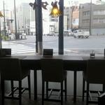 ツタヤ喫茶店 - 西町交差点が良く見える