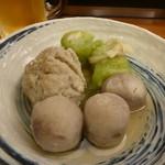 白山茶屋 - おでん:小芋(150円)、ロールキャベツ(150円)、魚すり身(250円)