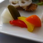 グルテンフリーCafé RiceTerrace かまくら - カレープレート(田んぼのパン付き)のピクルス