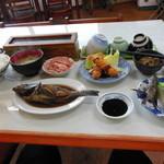 オレンジハウス - 料理写真:旅館の夕食 メバルの刺身と煮つけ