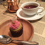 36215789 - カップケーキと紅茶