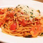 モグラキッチン - 海老とグラナバダーノのトマトパスタ