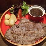 ベアーズダイナー - 皿からハミ出す、300グラムオーバーのビーフステーキ!ライス付きで1,500円!