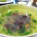 36217118 - 白神山地産 天然ナメコと自生のセリのスープ