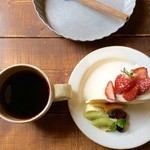 36219779 - コーヒーとショートケーキをチョイス