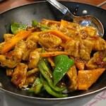 京華閣 - 干锅肥肠(ホルモンの唐辛子鍋煮