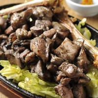 旬彩 神楽 - 宮崎県が推薦し品質管理、雛の育成まで手がけた本物の地鶏の味を味わえます。
