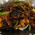 京華閣 - 茶樹菇と牛肉の干鍋
