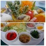 マテリア - *トンカツだけでなく「天ぷら」もついていますし、小鉢も数種類。 キャベツのそばには「トマト」と「ポテトサラダ」 という盛り沢山。