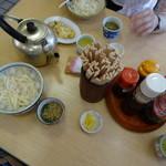 公楽食堂 - テーブル風景