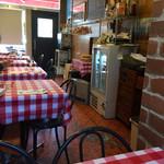 ラ・フェスタ - たまたまだろうが、ランチタイムは爺さん1人客ばかりだった。味は女性客ばかりでもおかしくないのだが