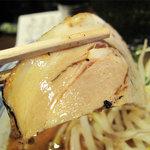 麺屋 黒船 - チャーシューもトロっとして美味しい。コレは博多とんこつラーメンにも入ってます。