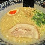 麺屋 黒船 - 博多とんこつ600円。おシャレです。