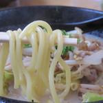 元気堂 空港店 - 麺も程よい弾力感がイイです。                             野菜の量が多いので、完食するとお腹一杯!