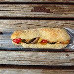 ブーランジェリー・ジャンゴ - スモークチキンと季節野菜サンド