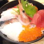 36235734 - 特選海鮮丼 1600円 特選海鮮丼 【 2015年3月 】