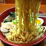 ○寅 麺屋 山本流 - 麺持ち上げ