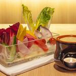 4 Seasons LDK - 厳選季節野菜の農園バーニャカウダ¥1200