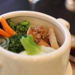 ひ路花 - 鎌倉野菜の温野菜。 小鍋仕立てになっていて、クツクツたてながら頂きます