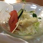 ブラジル - 野菜サラダ、ポテトサラダがミックスされています