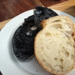 cafe コメマメイモ - 梅花酵母の竹炭パンとバゲット