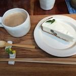 cafe コメマメイモ - 黒豆チーズケーキと豆乳チャイ