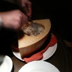 ザ・ワインバー - 周りのチーズを掻き出して、作る
