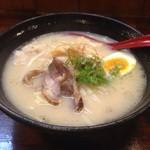 鶏真 - 地鶏白醤油拉麺(800円)