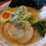 らぁめん てるちゃん - 料理写真:塩とんこつ ¥800