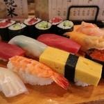 金寿司 - にぎり寿司 桜 1300円。