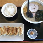 大紅ラーメン - らーめん定食(背脂醬油らーめん・ぎょうざ・小ライス・梅干し)850円
