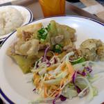 猿Cafe - キャベツと豚生姜焼き、カレー風味のツナサラダ、野菜サラダ