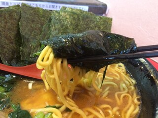 環2家 - スープに浸した海苔で麺を巻いて啜る!!
