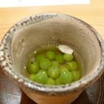 道下 - 先附:紀州碓井豆浸し 柚子の花びら添え