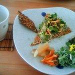 四季彩茶屋 葉菜  - ローフード メインはピザです。