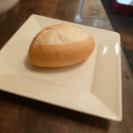 ビストロ・ポワソン・ルージュ - セットのパン