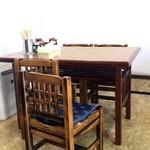 やよい食堂 - テーブル席