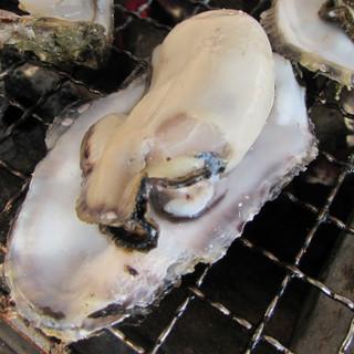 絶品!!殻いっぱい身のいっぱいつまった牡蠣♪