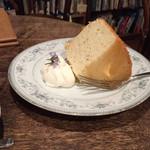 ルバーブ - チーズシフォンケーキ 生クリーム付き