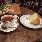 ルバーブ - ブレンドコーヒー350円 チーズシフォンケーキ380円