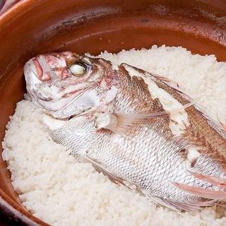 信楽の土鍋で炊き上げる『鯛めし』