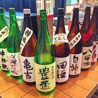 地元の銘酒や希少価値の高いお酒を多数取り揃えております。