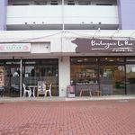 ブーランジェリーラリュ - 隣には人気インド店サティヤムがあります