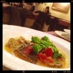 イタリッチ - 白身魚(確か鱈だったような)のアクアパッツァ最高にうま‼️(⑅˃◡˂⑅)