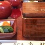36269121 - お昼の唯一のメニュー、鰻重です。サラダ、お新香、肝吸い、パンナコッタがセットです。