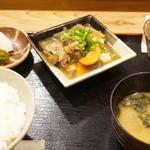 美松 - 牛スジと豆腐煮込(700円)の定食セット(+600円)