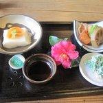 和さ田 - セットに付いてるごま豆腐の御膳・・・柚子胡椒が効いてバリウマ。