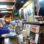 横浜らーめん 壱八家 - 家族連れの買い物客も多い
