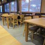 36274696 - テーブル席です。