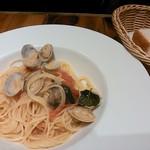 ITALIAN QUATRO - ランチパスタ(オイルベース)とパン